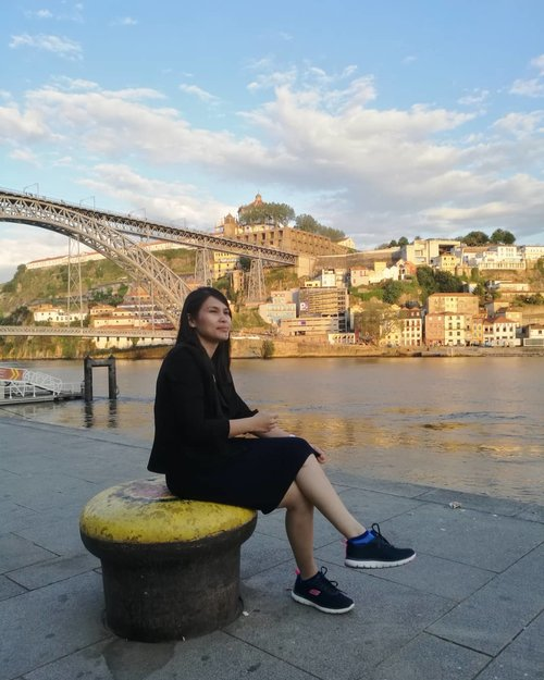 Untuk mencapai Sungai Douro yang bersih ini, saya harus mendaki gunung lewati lembah karena ternyata semua jalan protokol di Porto tutup karena ada Nascar Championship saat itu!.Duh jadi kangen Douro!.....#ClozetteID#wheninPorto#wanderlust#TravelTerus#CreateMoments#ShamelessSelfie#selfie#neiiPRTtrip#MulaiAjaDulu#blessed#bloggerperempuan