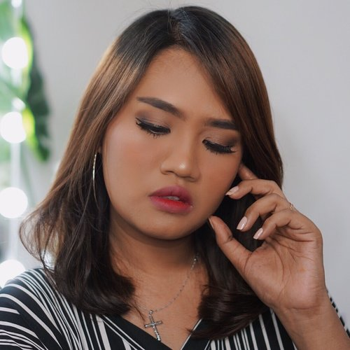 Hasil makeup pake makeup sachetan.Yang kelewat cus merapat kevideo aku sebelumnya 😉..#sis2sis #sis2sisindo #makeupsachet #makeuptutorial #1minutemakeup #1minutevideo #wakeupmakeup #makeuptutorial #brandlokal #beautybloggerindonesia #beautyvloggerindonesia #ivgbeauty #indovidgram #clozetteid #makeupsawomatang