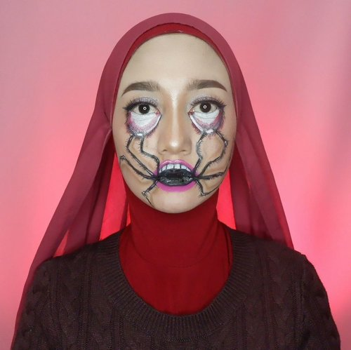 🕷🕷🕷Klo ngomong tuh yang baik-baik yaaa. Apalagi klo ngomongin orang. Jangan sampe keluar beginian sebagai azab 🤭Anw, aku lagi keseeeelllll. Video make up yang ditake beberapa jam di weekend kemarin, kehapus karena hp di hard reset dan belum di back up 😭Ib @makeupbysantaa #momoftwokrucils #wianmainbrush #clozetteid #makeupenthusiast #makeupoftheday #jakartabeautyblogger #artmakeupindo #belajarmakeup
