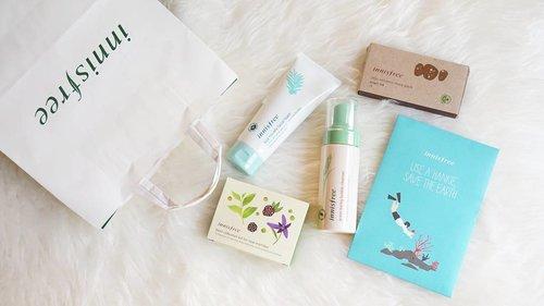 Forgot to share but I'm so happy that I got the 2016 Eco Hankie when I bought a few products at @innisfreesingapore *yey!* This year Eco Hankie inspired from Jeju Island's sea 🌊  #innisfree #haul #skincare #skincarehaul #skincareaddict #innisfreesingapore #cleansingfoam #amorepacific #jejuisland #ecohankie #innisfreesg #beautyblogger #beautybloggerindonesia #제주 #lynebeauty #wonderfullyn #뷰티크리에이터 #뷰티블로거 #뷰티 #쇼핑 #이니스프리 #이니스프리네일 #블로거 #clozetteid #koreacosmetics
