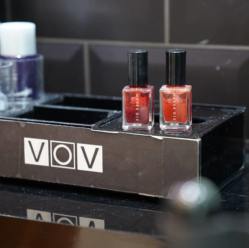 I always fall in love with @vovmakeupid products and the one that currently make me fall in love is VOV Never Die Water Tint Usually it's kinda tricky to use it a water tint but I love everything from  this tint from the formula, colors, pigmentation, longetivity, everything! The super lightweight formula makes this tint very easy to apply even on your cheeks and doesn't drying my lips 👄 . . . . #vov #vovmakeupid #vovalldaystrong #vovsnapshare # vovmakeup #lipcolor #liptint #watertint #clozetteid #clozetteambassador #velvetlips  #beautybloggerindonesia #beautybloggerid  #fdbeauty #lynebeauty #kbeauty #kbeautyaddict #wonderfullyn #bblogger #뷰티 #뷰티크리에이터 #뷰티블로거 #핑크립스틱 #매트 #셀카 #립스틱  #메이크업아티스트 #스트릿스타일 #패션블로거 #립 #립틴트