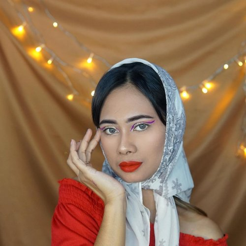 ... Muka jutek bayar tagihan !!! . . Happy weekend guys minggu terakhir menjelang Ramadhan ... . Complexion : Foundi @maxfactorindonesia  Eyebrow @sascofficial  Lipstik @lorealindonesia  Blush and higlihter @focallure  Softlensnya @x2softlensofficial  ... #beauty #makeup #weekendvibes #clozetteid #tutorialmakeup
