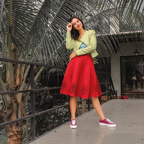 Happy monday . . Shoes nya  nyaman banget dari  @pullandbear . . . . #ootd#outfitoftheday#lookoftheday#fashion#fashiongram#style#love#beautiful#currentlywearing#lookbook#wiwt#whatiwore#whatiworetoday#ootdshare#outfit#clothes#wiw#mylook#fashionista#todayimwearing#instastyle#instafashion#outfitpost#fashionpost#todaysoutfit#fashiondiaries #clozetteid #fff #likeforlike