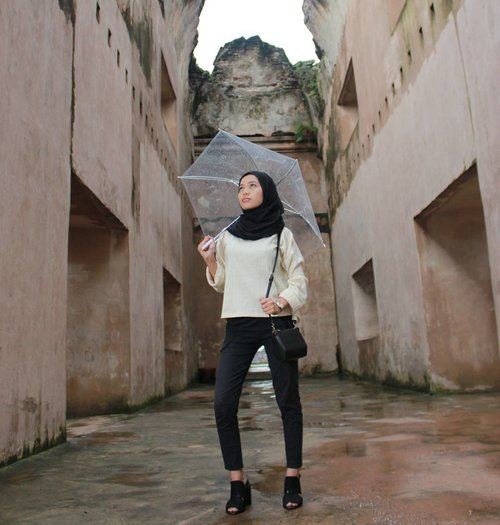 Some people walk in the rain, others just get wet ☔  #ClozetteID #hijaboutfit