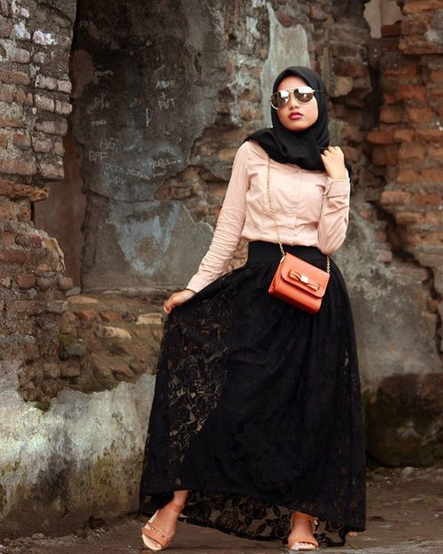 You can travel to the past in the historical place or wearing vintage fashion, and I choose both of them. Enjoy long weekend!#ClozetteID #COTW #fashionflashback #ootd #hijabootd #lace #laceskirt