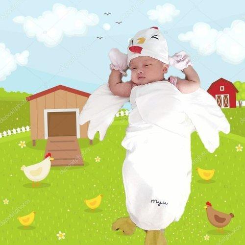 """My little chick is officially one month old 😁😁. #MiyukiDjo is wearing instant baby wrap from @hello.myu  Pertama kali ngeliat """"bedong instan"""" dengan karakter ayam ini langsung tertarik karena Miyuki shio ayam terus ditambah lagi ada tulisan Myu dibawah ~ jadi semacam kayak customized (padahal emang brand nya Myu) 😄  Harusnya kedua tangan Miyuki dimasukin ke dalam bedong, tapi apa daya anakku ga betah 😅. Tapi tetep lucu kan? 😎 . Begini lah klo uda punya anak, yang dicari semua perlengkapan untuk dia. Priority has changed!  If you're looking for a cute instant baby wrap, you may want to check @hello.myu out. Good quality & service. . . #happymom #happydaughter #clozetteid #starclozetter #parenting #babywrap"""