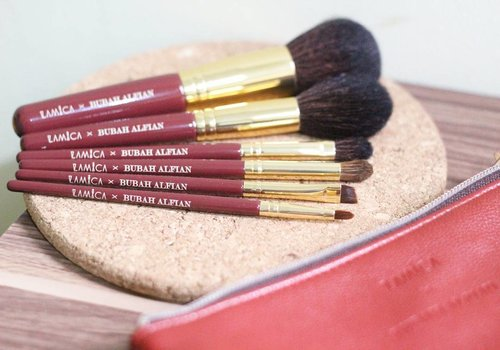 Yeayy... It's finally up on my blog full review of @lamicabeauty x @bubahalfian brush set.. go check it out at bit.ly/LAMICAXBubahAlfian or simply click link on my bio. Happy reading 😘 @clozetteid #miradamayanti #ClozetteID #ClozetteIDReview #blogger #ClozetteIDXLamica #beauty #LamicaXClozetteIDReview #beautyblogger #brushset #beautyreview #fcls #c4c