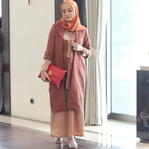 In the mood for warm tone on yesterday #LtruAnnualShow2018 all my outfit by @ltruofficial ...#LetsTalk #LetsTalk2018 #LtruLetsTalk2018 #miradamayanti #Ltruofficial #hijabootdindo #clozetteid