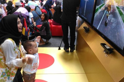 Earlier today..me and #ravasko trying out body smart games at @parentingclubid #ClozetteID #ParentingClubID #parentingevent #miradamayanti