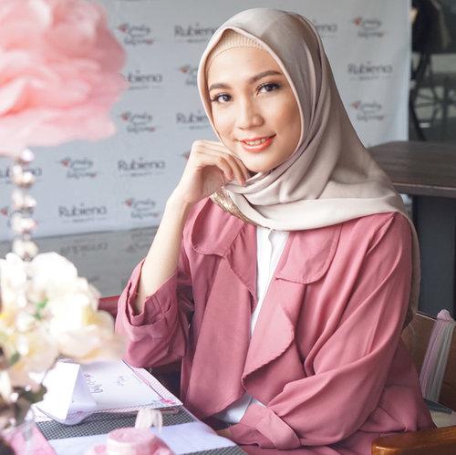 "<div class=""photoCaption"">Welcoming another skincare product from local brand, Rubiena Beauty yg diformulasikan dg kandungan yg halal untuk mencerahkan kulit. Nah temen2 ada yg udah coba blm yaa ?<br /> 📷 @fazkyazalicka<br /> .<br /> .<br /> .<br /> @rubienabeauty @moeslemacom<br />  <a class=""pink-url"" target=""_blank"" href=""http://m.clozette.co.id/search/query?term=miradamayanti&siteseach=Submit"">#miradamayanti</a>  <a class=""pink-url"" target=""_blank"" href=""http://m.clozette.co.id/search/query?term=cerahitucantik&siteseach=Submit"">#cerahitucantik</a>  <a class=""pink-url"" target=""_blank"" href=""http://m.clozette.co.id/search/query?term=rubienabeauty&siteseach=Submit"">#rubienabeauty</a>  <a class=""pink-url"" target=""_blank"" href=""http://m.clozette.co.id/search/query?term=skincare&siteseach=Submit"">#skincare</a>  <a class=""pink-url"" target=""_blank"" href=""http://m.clozette.co.id/search/query?term=moeslemacom&siteseach=Submit"">#moeslemacom</a>  <a class=""pink-url"" target=""_blank"" href=""http://m.clozette.co.id/search/query?term=local&siteseach=Submit"">#local</a>  <a class=""pink-url"" target=""_blank"" href=""http://m.clozette.co.id/search/query?term=beauty&siteseach=Submit"">#beauty</a>  <a class=""pink-url"" target=""_blank"" href=""http://m.clozette.co.id/search/query?term=hijab&siteseach=Submit"">#hijab</a>  <a class=""pink-url"" target=""_blank"" href=""http://m.clozette.co.id/search/query?term=ClozetteId&siteseach=Submit"">#ClozetteId</a></div>"