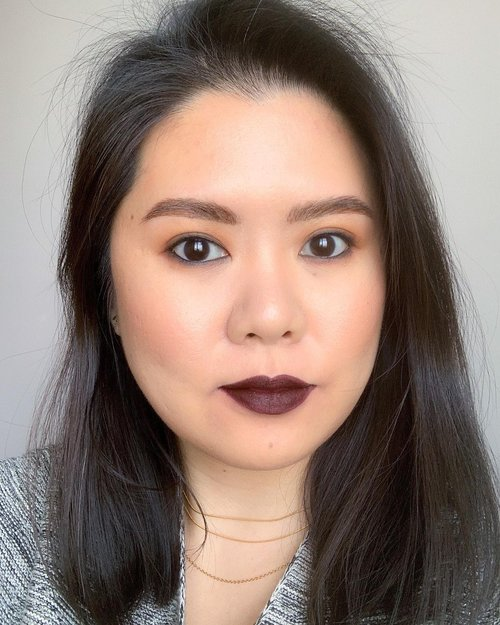 Just a makeup look that I didn't get to share earlier. I'm still in love with @lisaeldridgemakeup velvet lipstick collection. This Velvet Midnight is probably one of my favourite darkest lipstick colours. Love it.  I'll share some looks over the next couple days. I'm hoping to be able to do the voice over and edit some of my tutorials for IGTV but we'll see 😂  The tutorial rest of this look can be found a couple post back on my IGTV ❤️  Xoxo Jilly  #makeup #lisaeldridgemakeup #truevelvet #velvetmidnight #darklips #darklipstick #hamont #toronto #torontomakeupartist #torontomua #bbloggersca #bbloggers #beautybloggerindonesia #clozette #clozetteid #muacanada