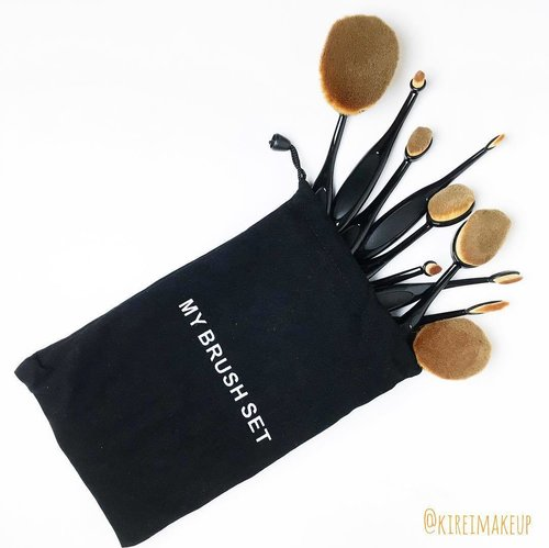 I cannot wait to give these brushes a try! Thank you @mymakeupbrushset ❤️ Use code SAVEWITHJILLY to shave off 10% of your purchase!#kireimakeup #mymakeupbrushset #mybrushset