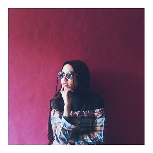 That off shoulder, I think I need a new DIY one  #clozetteid #throwbackthursday #offshouldertop #diyoutfit #maroons #currentmood #abeautifulmess #abmlifeiscolor #chictopia #hijabi #hijabchic