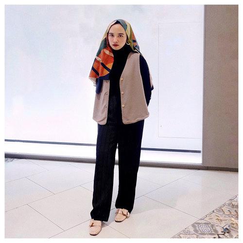 Sigrid said don't kill my vibe. Repeat. Don't kill my vibe 🎶✨ . . . #clozetteid #modestfashion #lookbookindonesia #hijabi #hijabchic #abmlifeisgood #acolorstory #modestwear #modestfashion #ggrepstyle #starclozetter