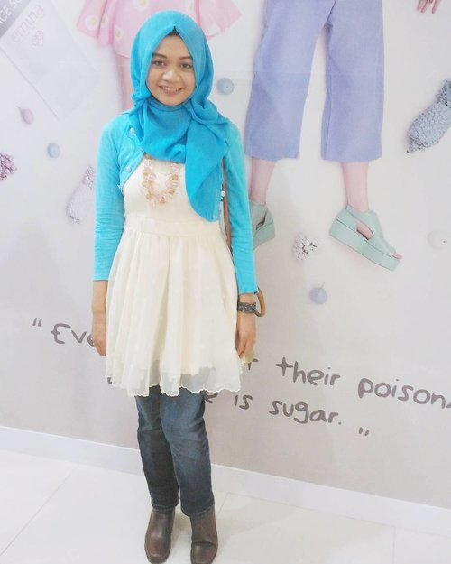 My outfit for Blogger Movie Screening & Tea Party with @eminacosmetics yesterday. I want to be Alice! 👸#blogger #movie #moviescreening #teaparty #eminacosmetics #eminaxattlgsurabaya #disneyindonesia #event #surabaya #ootd #ootdindo #ootdindonesia #fashion #fashionid #hijabootdindo #hijabootd #hijabers #fashionindo #fashioninspiration #clozette #clozetteid #lookbook #lookbookindonesia #bblogger #beautyblogger #surabayabeautyblogger #indonesiabeautyblogger #instalike #instabeauty #gadzotica