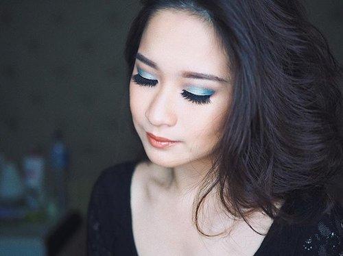 Udah lahh cinta banget sama @colourpopcosmetics  Dream St Palette nyaa @kathleenlights ⚡️⚡️ so buttery velvety, ga powdery sama sekali, susah jelasinnya tapi gampang banget ngeblend ini dan sangat pigmented ambil dikit aja udah keluar banget warnanya. Bakal sering main pake palette ini dehhhh 😍😍😍 _ _ Ada yg udah pernah coba? Comment down below yaa 😊😊 _ #clozetteid #makeuptips #beautyblogger #instabeauty #instamakeup