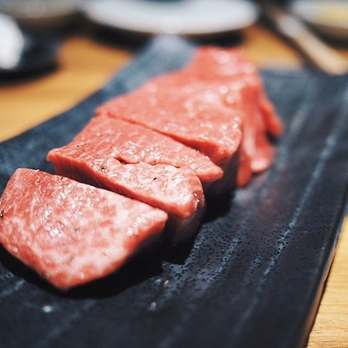 This marbling 👌🏻👌🏻its melted in my mouth. Must eat!! Jumbo yakiniku in Minato, Tokyo. __#japanholiday #clozetteid #whattodoinjapan #whattoeatintokyo #jumboyakiniku #japantrip #japanesefood