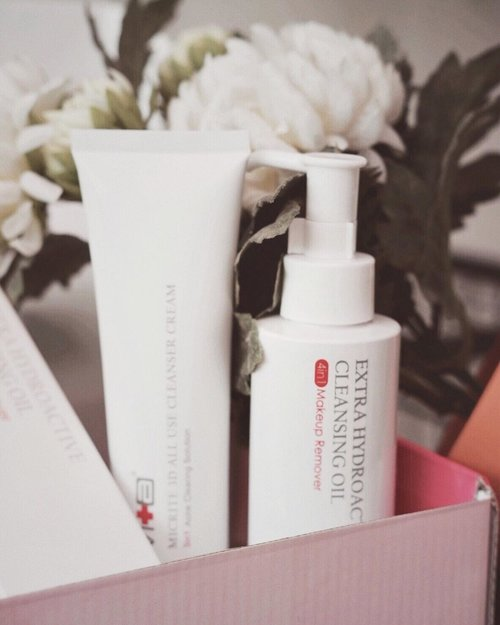 """<div class=""""photoCaption"""">Up on my blog :"""" Start Double Cleanse with @allyoung.id """"Click link on bio to read it 💕  <a class=""""pink-url"""" target=""""_blank"""" href=""""http://m.id.clozette.co/search/query?term=allyoundid&siteseach=Submit"""">#allyoundid</a>  <a class=""""pink-url"""" target=""""_blank"""" href=""""http://m.id.clozette.co/search/query?term=allyoungxclozetteidreview&siteseach=Submit"""">#allyoungxclozetteidreview</a>  <a class=""""pink-url"""" target=""""_blank"""" href=""""http://m.id.clozette.co/search/query?term=clozetteid&siteseach=Submit"""">#clozetteid</a></div>"""