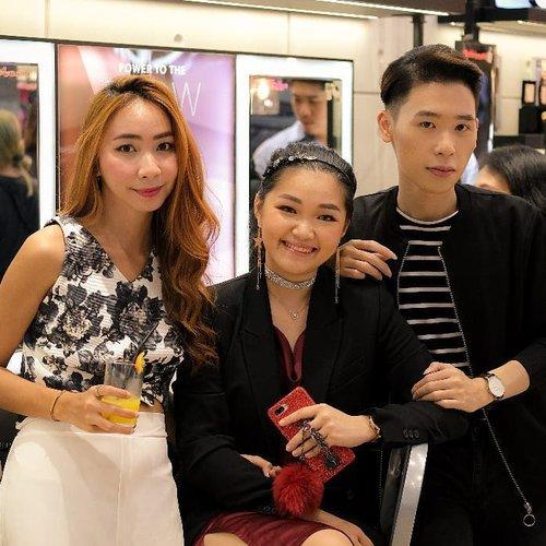 Trio kwek kwek from @bobbibrownid event.. congratulation for your opening store at @galaxymallsby Pegangan @clarissaivena gelasKath pegang handphone ni@cny12 pegangan ke aku 🤣Pegangan hidup ya nik......#bloggerindonesia #lookbookindonesia #beautyguru #beautyvlogger #beautyblogger #clozetteid #bloggerstyle #fashionblogger #fashionstylea #fashionindo #indonesianbeautyblogger #indonesian_blogger #indonesiabeautyblogger #youtubeasia #youtuberindonesia #clozetteambassador #beautyindonesia #indobeautygram#stylehaul #cgstreetstyle #ggreptrend #ggrep #ootd #bobbibrownid