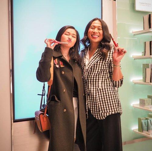 New video just UP at my youtube channel... Link??? At my bio 😘My review + prank to @joviadhiguna only... New liquid lipstick from @floretcosmetic x @joviadhiguna 💋...#bloggerindonesia #lookbookindonesia #beautyguru #beautyvlogger #beautyblogger #clozetteid #bloggerstyle #fashionblogger #fashionstylea #fashionindo #indonesianbeautyblogger #indonesian_blogger #indonesiabeautyblogger #youtubeasia #youtuberindonesia #clozetteambassador #beautyindonesia #indobeautygram#stylehaul #cgstreetstyle #ggreptrend #ggrep #ootd