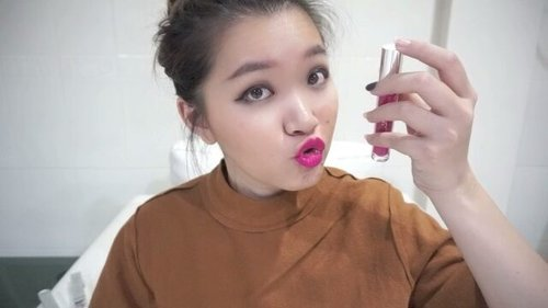 Heeeyyy yoooo! Siapa yang belum nonton review and swatch videonya kath di youtube., yup2 uda UP kok videonya... 😊😊 Kali ini ttg @wardahbeauty yang liquid matte cream lipsticknya mereka.. kath ad 3 warna.. dan kath kupaass tuntasss d channel kathh  Link at bio atau https://youtu.be/28_XgwXu80E  #bloggerindonesia #lookbookindonesia #beautyguru #beautyvlogger #beautyblogger #clozetteid #bloggerstyle #fashionblogger #fashionstyle #fashionindo #instabeauty #indonesianbeautyblogger #indonesian_blogger #indonesiabeautyblogger #youtuber #youtubeasia #youtuberindonesia #muasurabaya #makeupartistsurabaya #makeupindonesia #brandindonesia #beautyindonesia #wardahmattelipstick #brushsetmurah #wardahcosmetic #brushcollection #makeuphalal #indobeautygram #ivgbeauty
