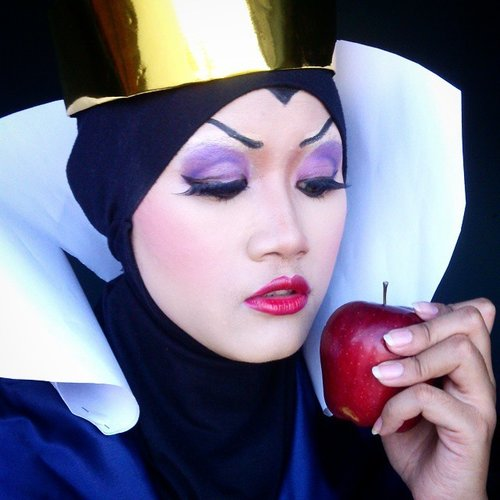 "Re-Create ""Evil Queen"" Make up.  Should i make a costume of her???? #makeup #makeupcharacter #beautyblogger #makeupfor cosplay #cosplay #costest #EvilQueen #Evil_Queen #Disney #DisneyVillain #Villain #SnowWhite #MUA #Mua_Jakarta #yukalicious15 #noors_mua #makeupbyyuka #clozetteID"