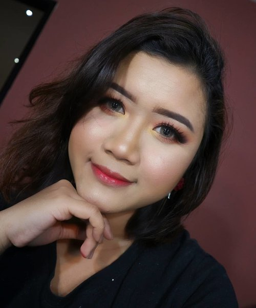 Makeup is my art. 💋  makeup by @makeupbyyanthi  #makeup #makeupartist  #makeupartistdoha  #dohamakeup #dohamakeupartist #makeupartistworldwide #wakeupandmakeup #undiscoveredmuas_  #qatarmakeupartists  #indonesianmakeupartist #indobeautygram #tampilcantik #muajkt #glam #glambeauty #clozetteid  #makeupbyyanthi