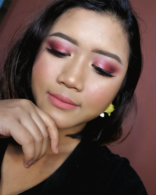 Playing with my new eyeshadow palette from @natashadenona  tutorial is up on my YouTube channel  #makeup #makeupartist #makeupartistdoha  #dohamakeup #dohamakeupartist #makeupartistworldwide #wakeupandmakeup #undiscoveredmuas_  #qatarmakeupartists  #indonesianmakeupartist #indobeautygram #weddingjakarta #tampilcantik #muajkt #glam #glambeauty #clozetteid  #makeupbyyanthi