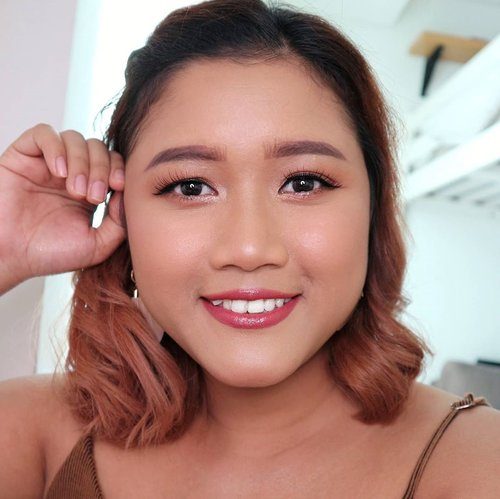 Whoa.. lihatlah senyum pepsodent ini.  Akhirnya setelah sekian lama nemu juga foundation yang matching sama kulit sawo matangku.  Penasaran reviewnya. Tunggu aja ya!. 😘♥️ #makeup #makeupideas  #mua #makeupartistsworldwide  #wakeupandmakeup #beautybloggerindonesia #indonesiabeautyblogger #beautynesiaid #kbbvfeautured #clozetteid #tampilcantik #tipskecantikan #undiscovered_muas #shorthairstyle #sawomatang #yukalicious15