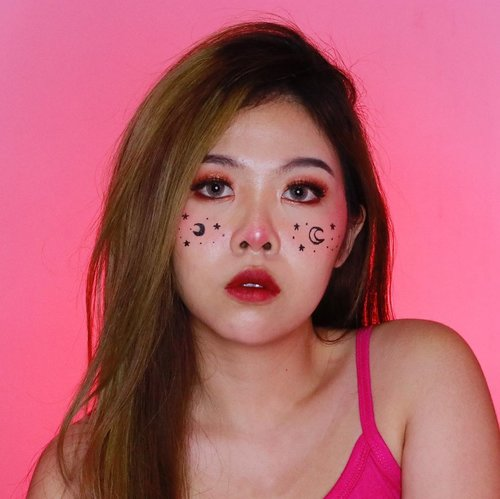 To the moon and never back 🌙 . . . . . . . . . . . . . . . #artmakeup #makeupart #cutemakeup #clozetteid #makeup #wakeupandmakeup #colorfulmakeup #beautybloggers #makeuptransformation #100daysofmakeup #bunnyneedsmakeup #ragamkecantikan #makeupinspo #undiscoveredmuas #makeupaddict #fantasymakeup #creativemakeup #faceart #makeupillusion #artisticmakeup #facepaint #facepainting #makeupartistry #instamakeupartist #makeupideas #zonamakeupid #makeupindo #bvloggerid