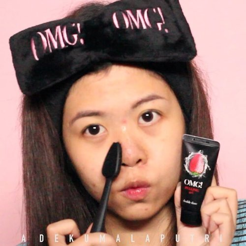 Looking for a good exfoliator? I recommend you to try this @doubledarespa OMG! Pulling & Peeling Kit! Check out my blog for the complete review 💕 *Please excuse my bare face*.The kit includes:🍋 OMG! Peeling Gel - 22 USD🍓 OMG! Pulling Gel Kit with I.M Buddy Mini Brush - 28 USD🎀 OMG! Hair Band - 8 USD.WHERE TO BUY?These products can be found separately on @stylekorean_global website..#stylekorean_global #stylekoreanid #doubledarespa #daretodiscover #lalareview #wakeupandmakeup #ivgbeauty #indobeautygram #tampilcantik #ragamkecantikan #clozetteid