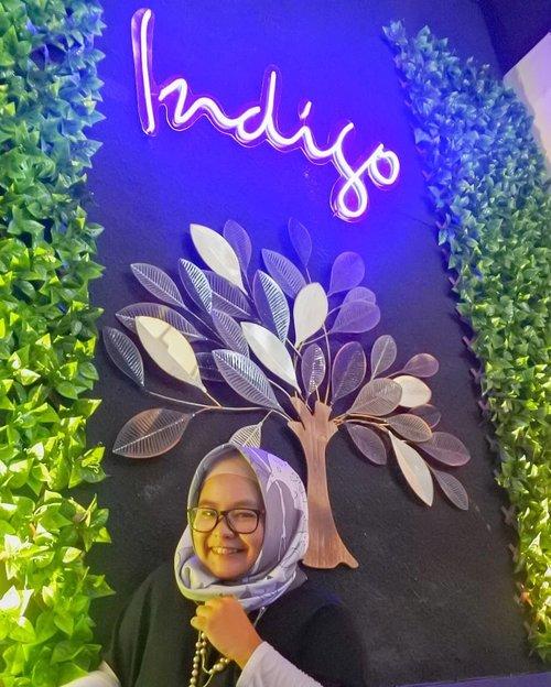 Happy first anniversary @indigocafebogor 💜💜💜 Di acara anniversary tadi, datang juga Bapak Shahlan Rasyidi, S.E., M.M.yang merupakan Kepala Dinas Pariwisata dan Kebudayaan Kota Bogor. Beilliau mengatakan bahwa pendapatan Kota Bogor memang banyak berasal dari sektor kuliner. Coba swipe swipe deh buat liat beberapa makanan yang ada di Indigo Cafe ini, EVERYTHING LOOKS SUPER YUMMY! .  My favorite is gotta be the Salmon Steak. Dibandrol dengan harga Rp. 65.000,- saja, kita bisa dapat salmon steak yang dilengkapi dengan lemon/mushroom sauce plus mashed potato and veggies. Mashed potatonya enaaaaaak bangeeet! Terasa cheesy dan ga butuh gravy untuk menikmatinya. Because you know I love cheese hehehe 😆 .  Cafe yang terletak di Jl. Pandu Raya ini memiliki 2 lantai dan cukup cozy. Cocok buat nongkrong, arisan dan ngerjain tugas. Banyak colokan listrik dan juga wifinya lancar jayaaa~ Tentu banyak instagramable spot juga 😆 Apa aja fasilitasnya? Is it kids friendly? Makanan best sellernya apa? Nantikan postingannya di blog yaa ❤️❤️ . ------- . #ClozetteID #clozettedaily #ReviewIbuFaradila #indigocafebogor #indigocafe #indigo #cafedibogor #kulinerbogor #wisatakulinerbogor #wiskulbogor #foodsociety #foodsocietybogor #makanenakbogor #nongkrongenakbogor #kopienakbogor #ngopidibogor #indigocoffee #indigokopi #kopienakbogor #foodandcoffee #coffeegram #instacoffee #instafood #eaterybogor #indigoeateryandcoffee