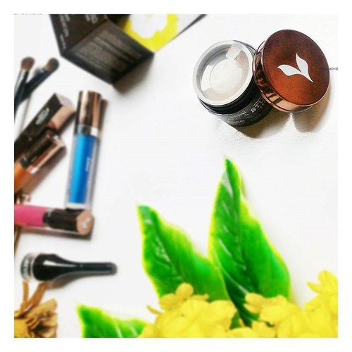 Masih anget, barusan netas 🐣🐤🐥 Akhirnya terbit juga cerita baru di blog tentang foundie merk lokal yang punya coverage yahut 👌. . Bisa di cek langsung cuss kesini. www.rahmabrilianita.com/2017/02/mineral-botanica-studio-series-face.html?m=1 . . #clozetteid #mineralbotanica #makeup @mineralbotanica @micastudioseries