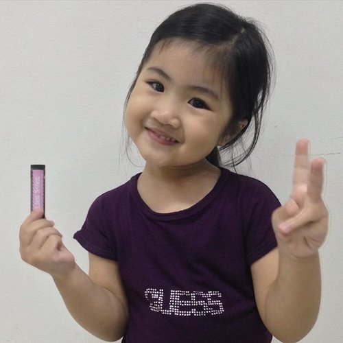 Ming xia menggunakan LickStick dari @gloinc_id 2x sehari karena menggunakan bahan alami yang tidak berbahaya untuk anak-anak. #sponsored #endorsed #bblogger #bbloggers #bbloggerslife #bloggerBDG #bloggerlife #bloggerbandung #bloggerindonesia #beautyblogger #beautybloggerbandung #beautybloggerindonesia #indonesiablogger #indonesiabeautyblogger #asiankids #cutekids #kidsoninstagram #ClozetteID