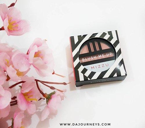 Ini adalah produk @mizzucosmetics kedua yang aku coba setelah trio eyeshadownya. BLUSH me Up ini terdiri dari 5 shade yang 2 diantaranya dengan shimmer (Pink Lustre, Luminous Glow) dan 3 warna matte (Coral Flush, Rosy Tint, Scarlet Bloom). Cek review lebih lengkapnya klik link hidup di bio ya untuk baca.  #ClozetteID #instabeauty #indonesiablogger #indonesiabeautyblogger #bloggerBDG #bloggerlife #bloggerbandung #bloggerindonesia #beautyblog #beautyblogger #beautybloggers #beautybloggerbandung #beautybloggerindonesia #indobeautygram #bbloggers #bbloggerslife #BloggerPerempuan #like4like #follow4follow #followforfollow #likeforlike #likeforfollow #TribePost #StarClozetter #ClozetteStar #ggrep