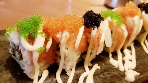 Dinner 😍 cuma sushi yang ga bisa aku tolak, mau kenyang kayak apa juga pasti ada ruang khusus buat sushi 🤣 kalau makanan favorite kalian apa gaes? . . . . #foodgasm #foodgram #foodporn #foodblogger #foodlicious #foodnotebdg #foodnotebandung #instafood #kulinerbdg #kulineraddict #kulinerbandung #bandungfoodies #eatoutbdg #followforfollow #f4f #likeforlike #likeforfollow #like4like #GGREP #ClozetteStar #StarClozetter #ClozetteID #Japanesefood #sushi