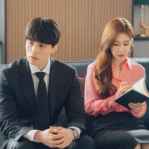 Siapa yang suka nonton drakor sebagai hiburan? Saya salah satunya tapi nggak ngoyo yg sampai begadang2 gt, kl ngantuk ya tidur 😂 kan ada tuh ya yang sampe ga bisa tidur kalau blom tamat.Akhir-akhir ini lagi seneng nonton drakor yang ringan-ringan, yang ga perlu mikir buat ngikutin alurnya. Salah satunya adalah drama #TouchYourHeart yang dibingangi Yoo In-na dan Lee Dong-wook.Lee Dong-wook tuh pretty boy abis ya, gemes sama ekspresi malu-malunya 😂 ngeship dari jaman #Goblin donk, semoga sih beneran jadian ya suatu hari nanti.Drama ini bercerita tentang pengacara kudet yang ga pernah nonton televisi selain berita dan artis top yang terkenal karena cantik tapi aktingnya parah banget 😅. Kebayang kan kayak apa romcom nya drama ini hahaaa, sinopsisnya bisa cek di link hidup di bio ya 😍 btw sahur apa kalian hari ini?#sinopsisdrakor #clozetteID #dramakorea #sinopsisdramakorea #dramakorea #drakorfreak #YooInNa #LeeDongWook #ramadhan2019