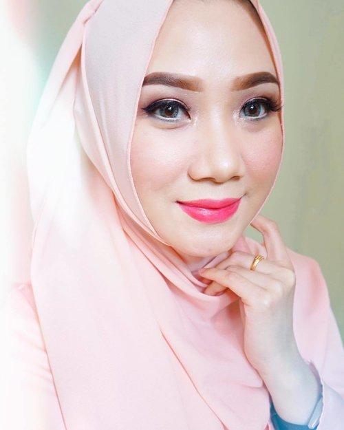 🙆🏻 Selfie sukaeaih duluuuu sebelum bobo.Tap for detail makeup product.#biooilinspiresyou.#Clozette #Clozetteid #Beauty #Skincare #Holygrail #BioOil #Naturalskincare #Antiaging #Moisturizer #BeautyEvent #Bloggerhangout #Bbloggers #BeautyBloggersid #instagood #instabeauty #dasistersblog #Healthyskin #fotd #motd #hijabi #hijabers #hijabstyle %makeup