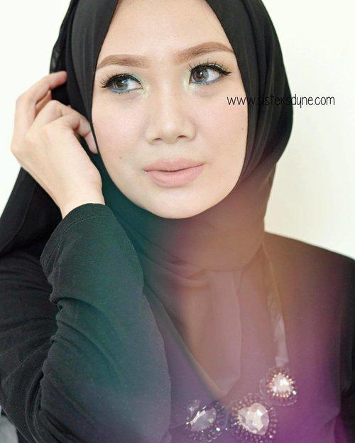 Bisa tebak yang saya pakai di foto ini lipstick @wardahbeauty Intense Matte shade dan nomor berapa?#FOTD 12. Lady Burgundy dari Wardah Intense Matte nggak pernah salah untuk dipakai pada pagi hari ini *Tap for detail product | Check link bio for more detail review#Clozette #Clozetteid #Beauty #Makeup #LOTD #MOTD #HOTD #Hijabi #Hijabers #Hijabstyle #hijabfashion #Wardahbeauty #allshade #Intensematte #IntenseMatteLipstick #MatteandMoist #Instabeauty #Instamakeup #BBloggers #BeautyBloggerid #dasistersblog #anastasiabeverlyhills #browwiz #anastasiabrows