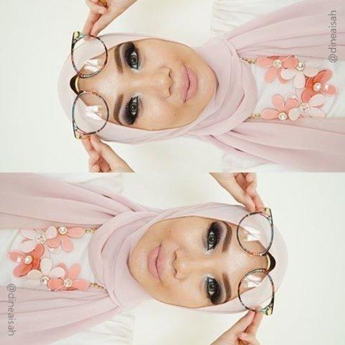 Happy Sunday 🌞 #FOTD ✔️Foundation toofaced Born This Way in Vanilla ✔️Eyebrow anastasiabeverlyhills Brow Wiz ✔️Eyeshadow makeoverid and nyxmakeupid ✔️Contour sleekmakeup Kit ✔️Blushon thebodyshopindo all in one cheek ✔Eyelahses deyeko Double Lash in Divin ✔️Softlens @japansoftlens in Lunatia ✔Lips @lasplashcosmetics Studio Shine in Nala  #Clozette #Clozetteid #beauty #makeup #Smokey #smokeyeyes #smokeylook #hijabfa #hijabmakeup #anastasiabeverlyhills #Sleekmakeup #NYXcosmetics #Deyekoid #lasplash #Lipsmitten #japansoftlens #bbloggers #beautybloggerid #motd #motdid #fotd #instamakeup #Nala