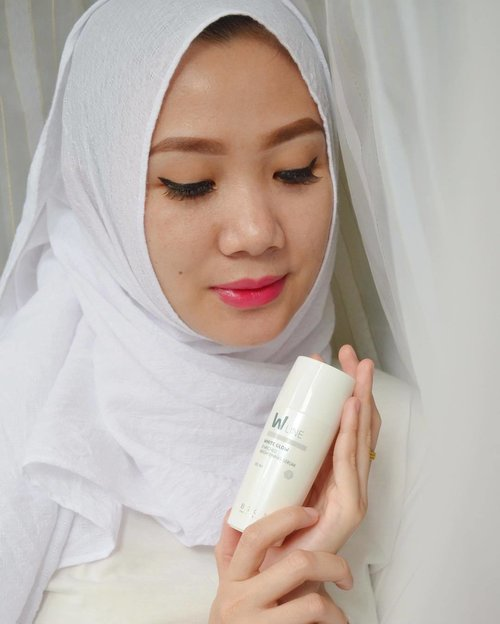 ✨#SuturdayTips ARBUTIN dapat menghambat produksi tirosinase dan mencegah pembentukan melanin dan pigmentasi pada kulit . . Kalau kamu salah satu yang nggak cocok pakai serum dengan kandungan Vitamin C dan pingin punya kulit cerah bercahaya? Pakai serum yang memiliki kandungan Arbutin seperti W5 Serum ini saja. Karena Arbutin adalah salah satu solusi untuk mempunyai kulit putih cerah bercahaya . . Kamu bisa juga cek lengkap review product @bskin_id di www.sistersdyne.com atau bisa juga click link bio yaaaa . . #Clozette #Clozetteid #beauty #skincare #cosmetics #bskinVline #bskinWline #serum #daycream #nightcream #cleanser #koreanproduct #instabeauty #instaskincare #instadaily #skincareroutine #bbloggers #beautybloggerid #dasistersblog #BSKIN #BSKINstagram #BSKINstories #BSKINbeauties #SmartSkinScience #MondayTips #Beuatyhaul #hdi #antiaging #antiagingserum