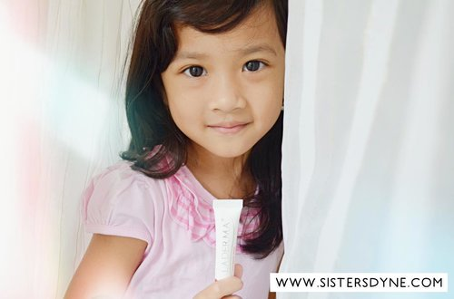 Sekarang anak cantik, nggak akan punya bekas luka lagi, karena sudah ada LADERMA ❤️ baca juga yuuuk review lengkap tentang LADERMA di www.sistersdyne.com . #Clozette #Clozetteid #Beauty #Skincare #Bodycare #Bodytreatment #acnescar #Laderma #LadermaIndonesia #darkspot #cream #repair #scar #Bloggerreview #bloggers #bbloggers #beautyblogger #instabeauty #instadaily #flatlay #flatlaystyle  #dasistersblog #beforeafter