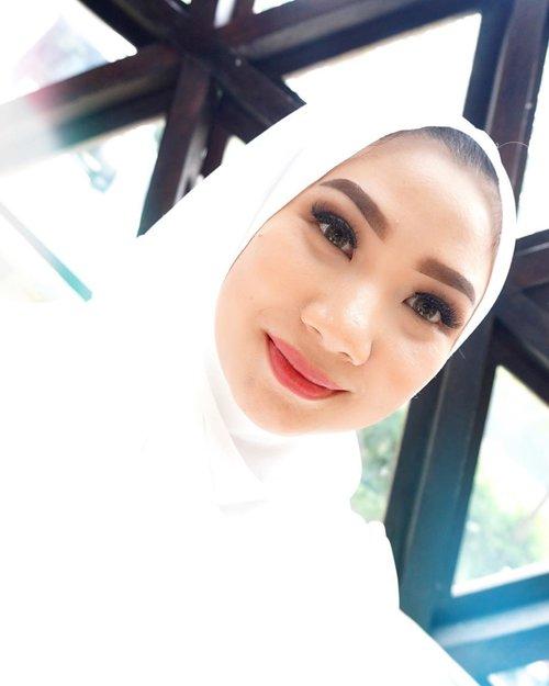 Karena banyak banget yang tertarik dengan foundation Matte Clay-nya si @thebodyshopindo 🌿 Naaaah.. sekarang reviewnya sudah up tayang di blog aku yaa beb, simpelnya tinggal click link yang ada di bio aku 😘.#Clozette #Clozetteid Beauty #Makeup #Skincare #Bloggerreview #TheBodyShop #Claymattefoundation #beautyproduct #Eventbeauty #BBloggers #Bloggers #BeautyBlogger #foundation #matte  #Hijabers #Hijabi #Hijab #Hijabstyle #instabeauty #instablogger #HOTD #OOTD #hijabbloger #Eventbeauty #Hijabbeauty #Thebodyshopindo