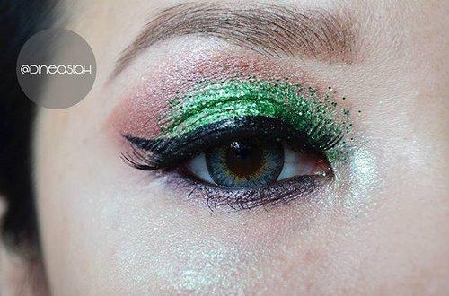 #EOTD :  Eyebrow @anastasiabeverlyhills Brow Wiz Eyeshadow @makeoverid Eyeshadow Powder and Glitter unbranded Eyeliner @maybellineina Hyper Gloss Liner Softlens @japansoftlens Ageha Lunatia Grey Eyelahses @Silverswan Aiyana Lips @mazayaindonesia  #curifotoadalahkriminal  #Clozette #Clozetteid #beauty #makeup #eyemakeup #glitter #Makeup #eyepowder #silverswan #Anastasiabeverlyhills #browwiz #mazaya #boldlips #instamakeup #instabeauty #Dasistersblog #glam