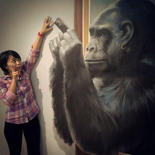 Kalo udah mulai kzl unfollow aja wkwk  #trickart #museum #selfie #gorilla #giniginidibekasilho #ootd #clozetteid #latepost