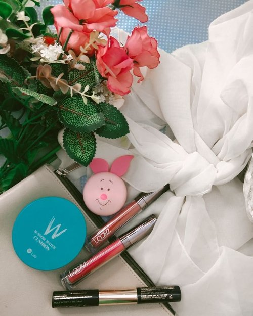 #ThursdayVibesEdisi rapiin feed dan rapiin hati lolWhat u up to edisi Kamis menjelang #PSBB gini guys? On frame:@W.Labglobal_global  W-Snow Water Cushion@Lookecosmetics Holy Lip Cream Matte@indonesia_etudehouse Happy With Piglet Jelly Mouse Blusher#GlowliciousMe🌏www.Glowlicious.Me_🌷🌷🌷_#indomakeup#zonamakeup#makeupseharihari#indomakeup#belajardandan#makeuplokal#loosepowder#reviewmakeup#ClozetteID#JakartaBeautyBlogger#MakeupFlatlays#bloggerinspo#makeupfavorites#makeupstash#makeupenthusiasts#makeupinventory#makeupmata#tipsmakeupnatural#indobeautyblogger #makeupflatlay