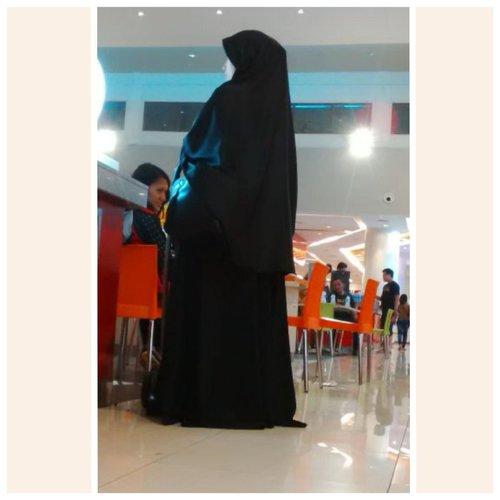 Black is always me.. Black is never go wrong.. #EidDress #EidDay2nd #MeSewingByAnyaVi#ClozetteID #SCARFMagz