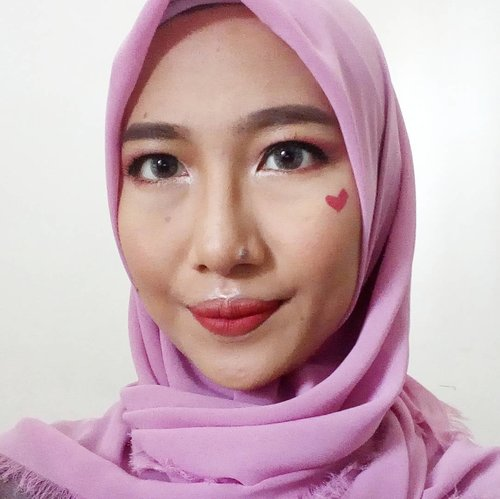 I'm ready for long weekend! 🏂 . Product I used: Foundation: @purbasarimakeupid alas bedak @makeoverid liq foundation Powder: @marckscosmeticind beauty powder Contour: @pixycosmetics highlight & contour Blush: @maybelline color show blush Highlighter: @lagirlindonesia nudes eyeshadow palette Eyebrow: @eminacosmetics top secret eyebrow Eyebase: @latulipecosmetiques eye shadow base Eyeshadow: @lagirlindonesia nudes eyeshadow palette @viva.cosmetics eyeshadow trio B Eyeliner: @mineralbotanica precision eyeliner pen Mascara: @qlcosmetic 2 step eye catching Fake lashes: @minisoindo fake lashes Lipstick: @eternallybeauty odessa matte lipstick . . .. #Beautiesquad #BSNovCollab #bsannivmakeup#birthdaymakeup #Beautiesquad1stAnniv#aidachtcom #clozetteid#makeup #beauty #blog #makeupinspired#makeupjunckie #l4l #f4f #makeupreview#makeuptutorial #indonesiabeautyblogger#femalebeautyblogger #bloggerperempuan#jakartabeautyblogger #beauloggerindo#bbloggers #bvlogger