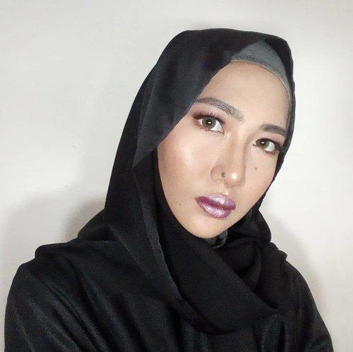 Purple lips, why not?👄.Makeup collab lagi bareng @beautiesquad 💜 Aku lagi keluar dari zona nyamanku, yang biasanya makeupnatural sekarang makeip super bold dengan lipstick yanganti mainstream 😱 ke kampus pakai makeup ini seru kali ya, besoknya dipanggil sama dosen wkwk 😌.Gimana caranya aku achievemakeup ini, udah aku tulis semua di blog. Seperti biasa, lunk ada di bio ☝️🏻 oh ya, cek jugahasil makeup anak BS yang lain yuk!.@fiarevenian@dillafdiah@christinauntari@gadishayu@insommia@stefannyfausiek@nakawrin @xllenlimx@hestioktaviawati@ranilukman@meliasuciati@rizkasuranti@reistilldoll.blog@niiasantoso@khhrnisa @filiadev@ranisansan@cindyartha @niputuchandra@misstariita@schmakeup@puputfebriina@riannarie@eka.kuncoro@florensiazefanya@arianirosidi@kornelialuciana @reginapitupulu@tamioktari@shantygus@nadiahasyir@nands.id@arifanuryani@feezafauziah@suniims@viniamanda@christysiahaan25@fujiastyani@kamilah_hasna@heyyyyyjudeeeee@lauditaelric@maryangline_...#aidacht #clozetteid #Beautiesquad #BSMayCollab #BSCollab #BSANTIMAINSTREAM #makeupjunkie#makeup #makeuptutorial #l4l #f4f #bold #boldmakeup #grudgemakeup #monolidmakeup #hoodedeyesmakeup