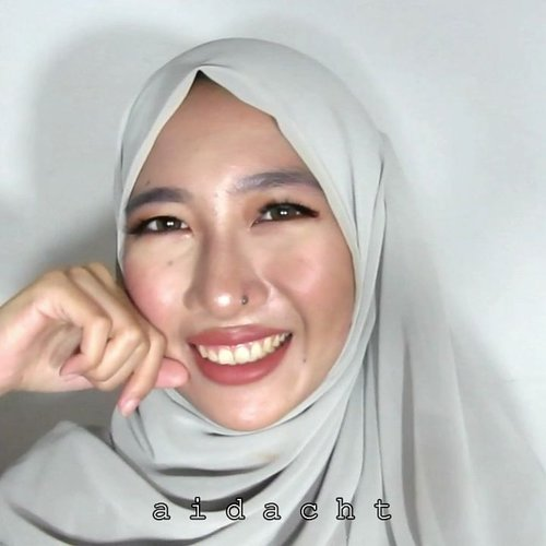 Video sebelumnya cuma pakai BB cream, ini pakai pernak-pernik lainnya 💄.Tapi buat tutorial lebih lengkapnya lagi cek di channelku aja, link seperti biasa ada di bio 😚.PRODUCTS I USED:Base: @fanbocosmetics bb cream 02 beige.Powder: #FanboCosmetics two way cake 02 beige.Eyebrow: #FanboCosmetics eyebrow pencil black.Eyeshadow: @beautycreations.cosmetics Irresistible palette.Eyeliner: @wardahbeauty staylast liquid eyeliner.Mascara: @maybelline lash sensational.Fake lash: @thehartzlashes aurel.Blush: #Maybelline color show blush peachy sweetie.Contour: @pixycosmetics highlight & shading.Highlighter: @gobancosmetics bronze nebula.Lips: @brunbrun_paris lip cheek eye dazzled.Face mist: @da_mior bamboo face mist.Softlens: @x2softlens bio four chocolate....@beautiesquad @bunnyneedsmakeup @beautychannel.id @bvlogger.id @setterspace @indobeautygram #aidacht #clozetteid #fanbobeautyblender #fanboperfectbounce #l4l #f4f #1minutemakeup #makeup #makeuptutorial #makeuponfleek #makeuplife #makeuponpoint #makeupideas #ramadhan #iedmubarak #lebaranbarengbeautiesquad #Beautiesquad #bvlogger #setterspace #beautychannelid #indobeautygram #ivgbeauty #bunnyneedsmakeup